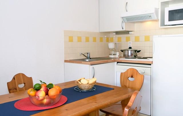 2640-saint-lary-soleil-daure-3p6-kitchenette-web-272526